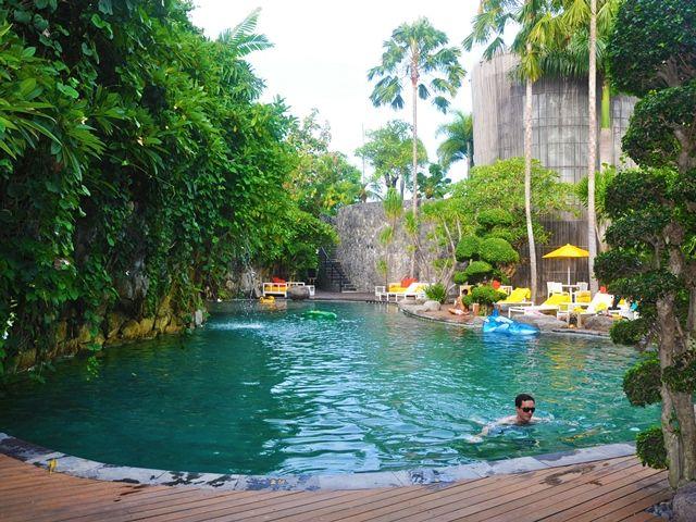 Very nice pool at Salt Tapas, Seminyak, Bali: fine dining hotspot