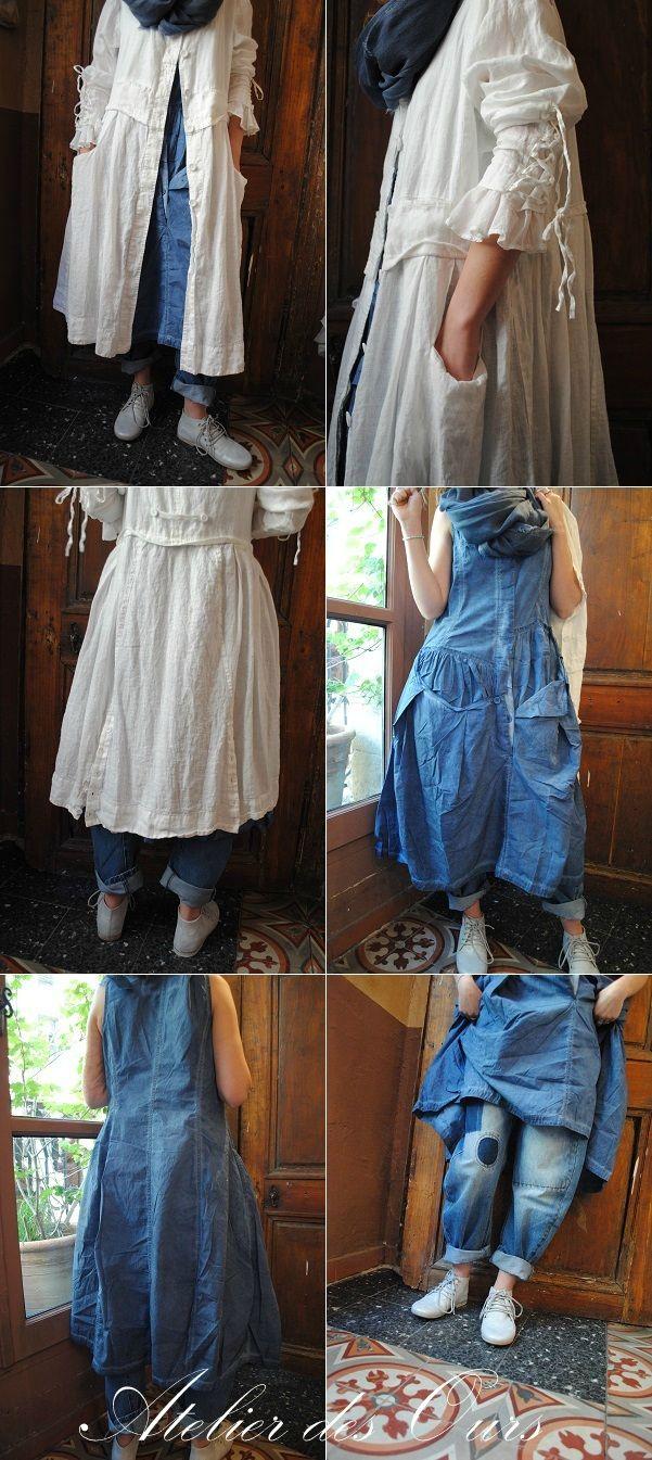 Veste en lin blanche EWA IWALLA, robe bleue RUNDHOLZ, jean EWA IWALLA. - Atelier des Ours.