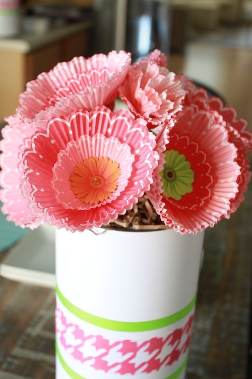 DIY Cupcake Liner bouquets - baby shower decor or even #ValentinesDay party decor!: Cupcake Liners, Liner Bouquets, Paper Flower, Diy Cupcake, Cupcake Flower, Craft Ideas, Crafts