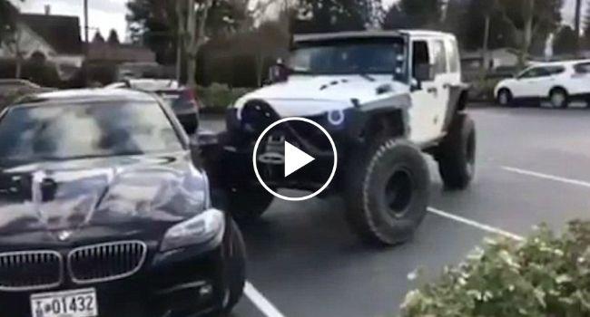 Indignado Condutor De Jipe Corrige Mau Estacionamento De BMW Que Estava a Ocupar 2 Lugares