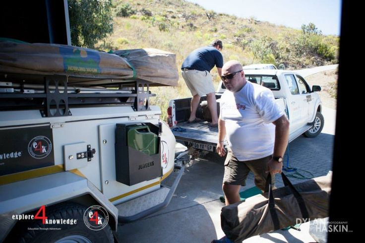 unpacking the #Toyota #Hilux and #e4k_XT140 #Jurgens #OffRoad #Trailer after a 5 day #e4k_water #education project in the #Cederberg #explore4knowledge #e4k_JohnLucas