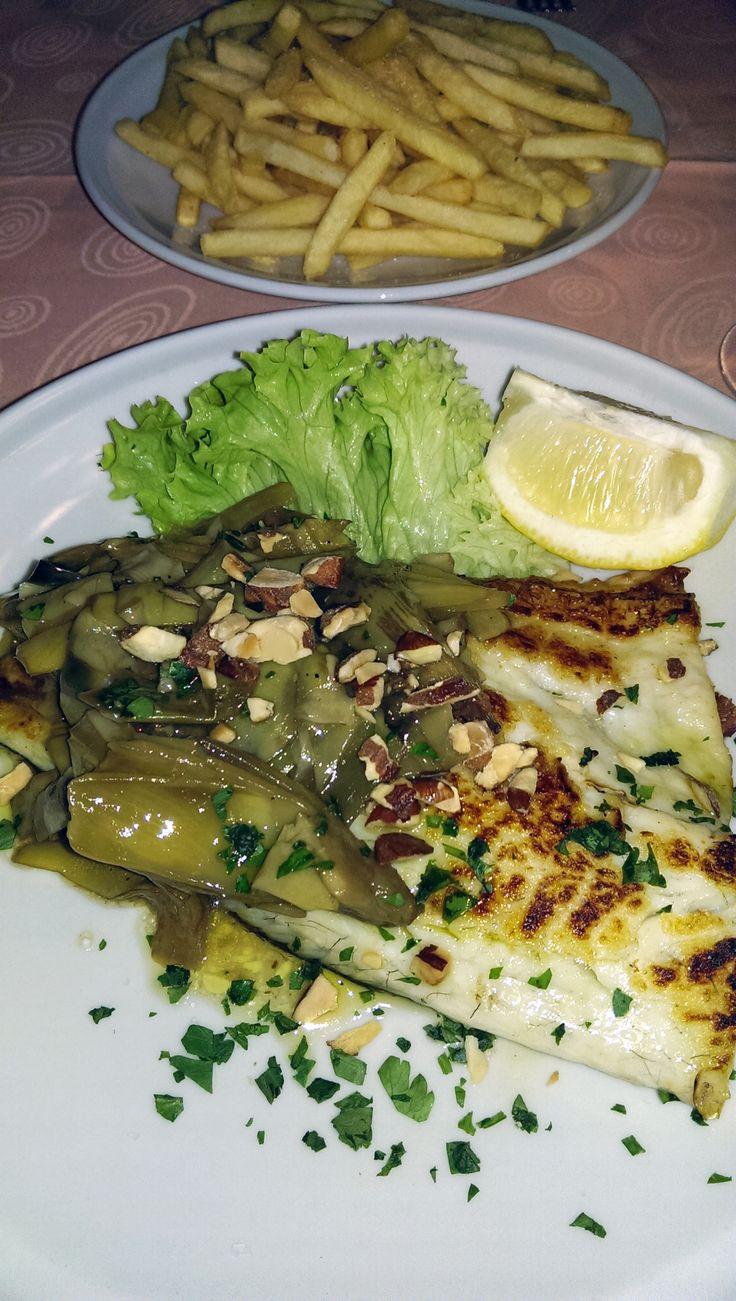 Filetto di Orata con carciofi e mandorle. Fillet of sea bream with artichokes and almonds. #fillet #seabream #artichokes #almonds #fish #frenchfries