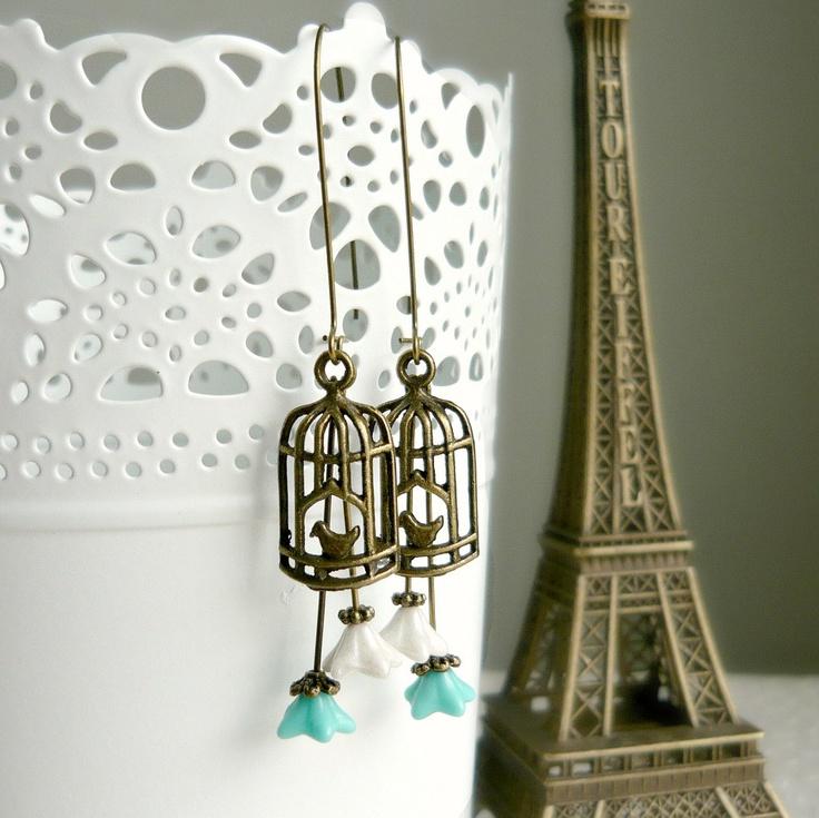 Potete trovare tutto il materiale per crearli su www.mondobigiotteria.com.