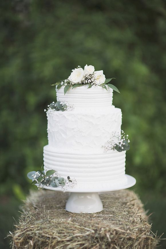 Sweet And Simple White Wedding Cake Simple Wedding Cake White Wedding Cakes Wedding Cakes