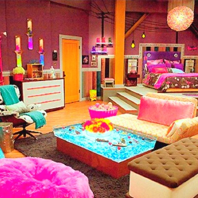 Icarly has the best bedroom ever love pinterest - Cool stuff for girls rooms ...