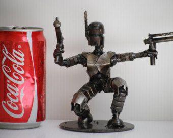 Modelo de escultura del Metal de desecho depredador reciclado