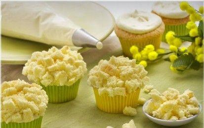 Cupcake mimosa - Oggi vi illustreremo la ricetta dei cupcake mimosa per la festa della donna. Se state organizzando una festa tra amiche o se volete preparare qualcosa di speciale per la vostra donna, questo dolce fa al caso vostro. Sono delle piccole tortine, appunto dei cupcakes, farciti e decorati con una crema particolare. Infatti vengono ricoperti di crema diplomatica e vengono ricoperti con dei pezzetti di pan di spagna. Soffici al palato ma anche alla vista. Infatti il nome di questa…