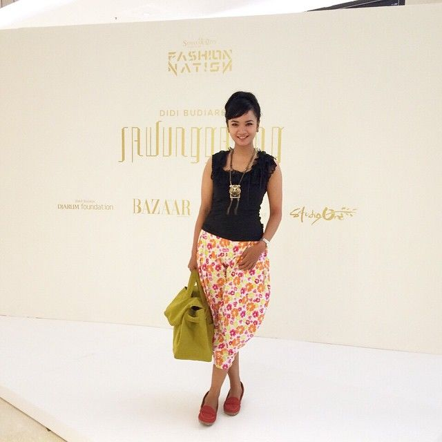 Simple and chic to attend meeting on a fashion event at Senayan City hehe...  wearing swanstwenty top and pants... bag by biasagroup (its big!! and stylish) watch by CASIO Indonesia necklace by ZARA shoes by St Yves  cheers!!