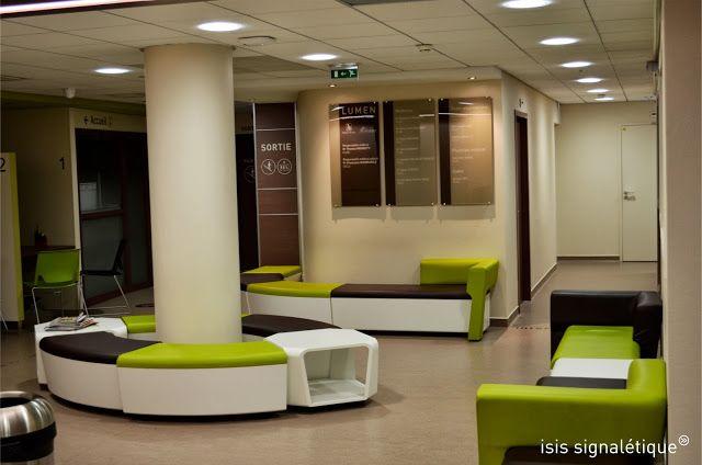 http://isis-signaletique.blogspot.com Signalétique intérieure Lumen - Lyon - Rhône - tableau des praticiens - salle d'attente