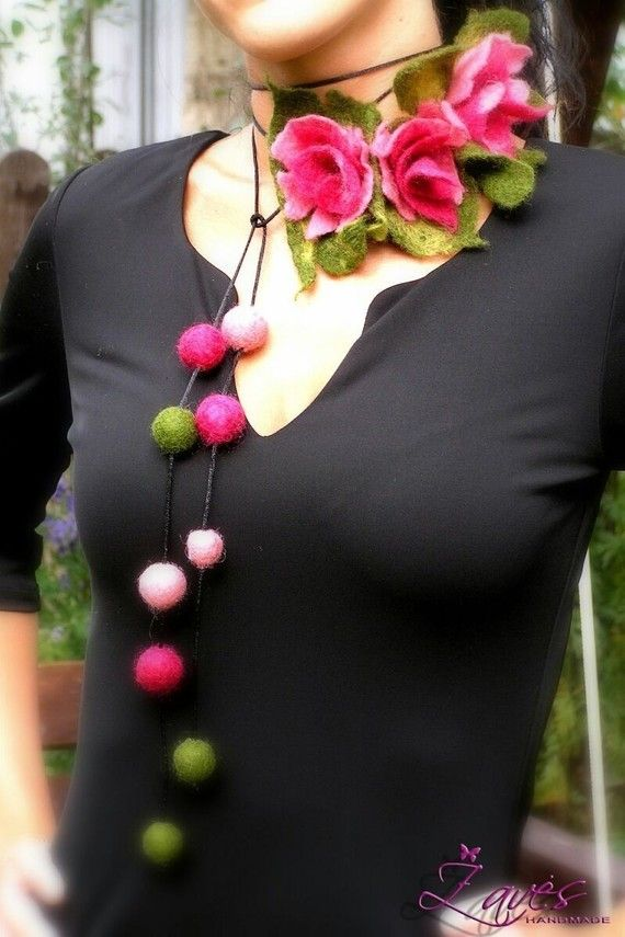 Necklace, belt, bracelet with felted flowers and beads