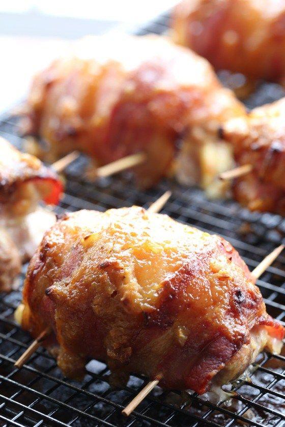 Šťavnatá kuřecí stehýnka obalená ve slanině a politá pikatní omáčkou jsou…
