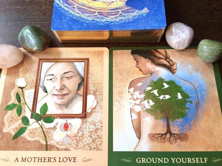 """ORIENTAÇÃO EM RELAÇÃO AO ECLIPSE SOLAR DO DIA 21 DE AGOSTO . Primeira carta: Sinta o amor profundo de nossa querida Gaia (""""mãe Terra""""). Procure se conectar com Ela através da meditação contemplando a Sua beleza e bondade. Sinta-se grato pela energia de amor emanada todos os dias para você através de uma brisa que acaricia seu rosto... ou da energia emanada pelas árvores. Esta conexão é importante para que você se sinta seguro ancorado para que assim você possa crescer a partir de """"raízes""""…"""