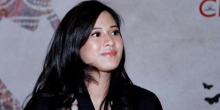 rtis peran Dian Sastrowardoyo dikenal sebagai sosok wanita modern Indonesia yang tak hanya cantik, tapi juga sukses dalam karier dan keluarga. Di sela-sela kesibukan yang padat, Dian tetap tampil dengan wajah yang bersih dan berseri-seri. Apa rahasianya? Dian mengaku, sebagai seorang ibu dari dua orang buah hati yang masih balita, ia tidak memiliki banyak waktu…