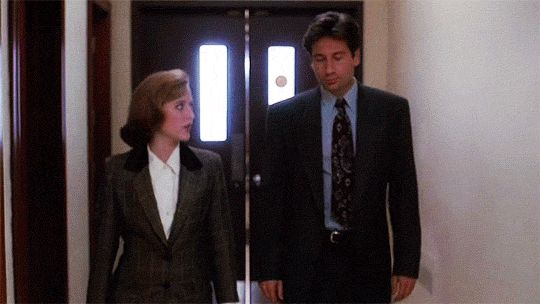 That classic X-Files 'walk & talk' -- Mulder & Scully then and now (click through for all gifs)