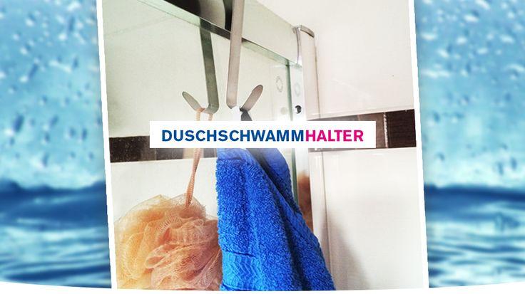 Nutzen Sie einfach einen herkömmlichen Türkleiderhaken und hängen Sie selbigen über die Duschwand – fertig: Schon hat ihr Duschschwamm zukünftig seinen festen Platz!