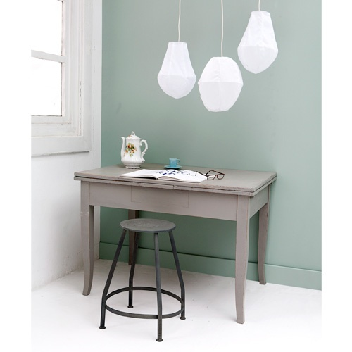 $79.20 / €55 Stool made of zinc #vtwonen #shop de kruk is super - en de muurkleur is fantastisch