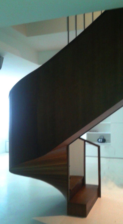 escalera curva de madera www.polosequerosarquitectos.com