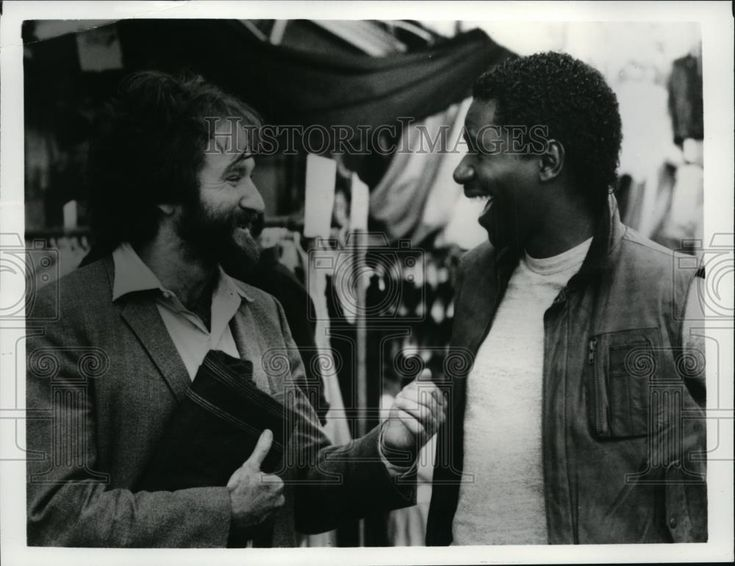 1984 Press Photo Robin Williams and Cleavant Derricks in Moscow on the Hudson.