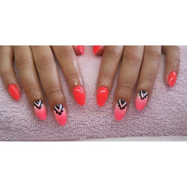 Neonkowo #indigo #neon #paznokcie #migdałki #hybryda #hybrid #manicure #mani…