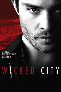 Série Online Wicked City – Cada temporada de Wicked City vai seguir um crime marcante da história de Los Angeles. A primeira vai abordar um caso de assassinato de 1982, no meio do cenário do rock and roll, e drogas na Sunset Strip. Para resolver o caso, alianças entre detetives, jornalistas, traficantes e frequentadores de clubes serão formadas.
