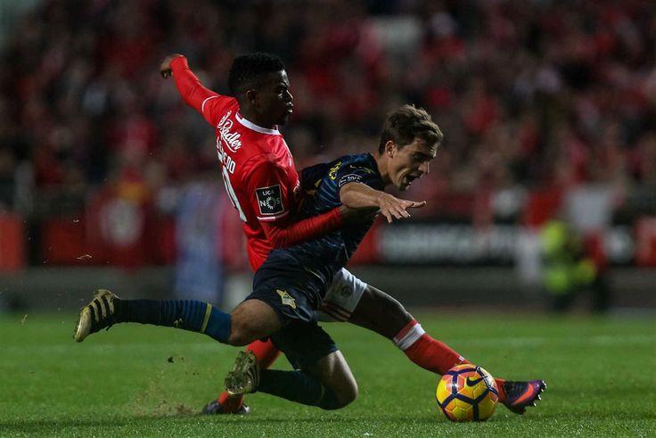 As águias venceram, este domingo, o Moreirense, por 3-0, e voltam a ter cinco pontos de vantagem sobre o Sporting no topo da Liga, aumentando para sete a diferença em relação aos dragões.