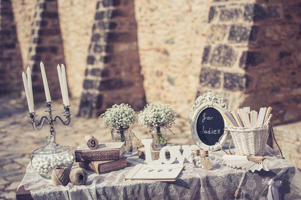 Ρουστικ διακοσμηση γαμου, ιδεες απο το Γυαλινο Γοβακι   Sponsored Post  See more on Love4Weddings  http://www.love4weddings.gr/rustic-wedding-decorations/