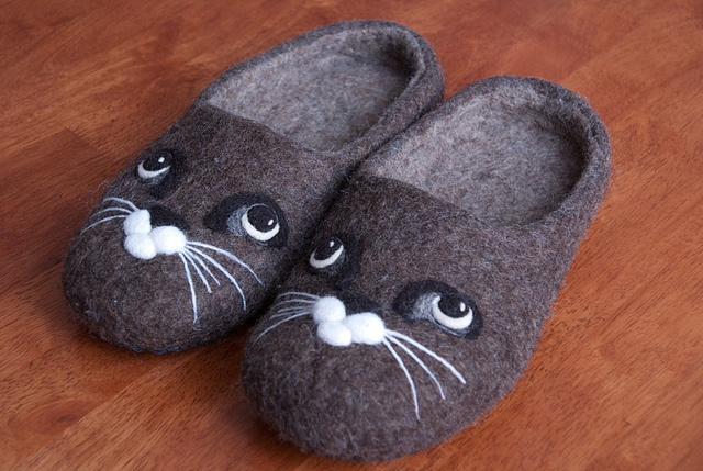 Felted slippers with a cat face, via Flickr.