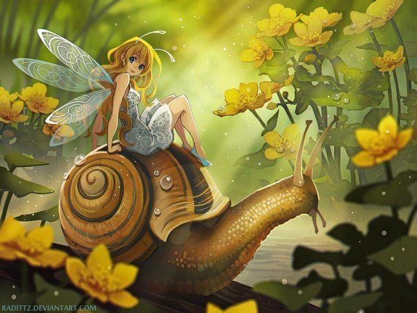 Аниме картинка 1600x1200 с  оригинальное изображение radittz (artist) длинные волосы смотрит на зрителя голубые глаза светлые волосы улыбка сидит глаза цвета морской волны оглядывается согнутое колено (колени) солнечный свет фэнтези поворот природа крылья насекомого крылья бабочки фея девушка платье