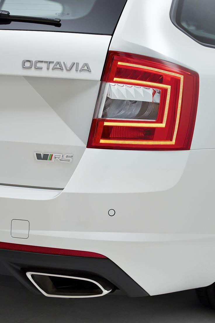 One of the Škoda specific design element - shape of the license plate surface | Jeden ze specifických designových prvků na vozech Škoda - tvar prolisu plochy pod SPZ