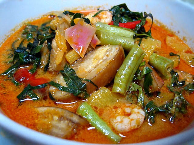 Perut Ikan (Nyonya Pickled Fish Stomach Curry) recipe - Nyonya food is the food of Peranakan people of Malaysia and Singapore. It uses mainly Chinese ingredients but blends them with Southeast Asian spices such as coconut milk, lemon grass, turmeric, screwpine leaves, chillies and sambal. It can be considered as a blend of Chinese and Malay cooking.