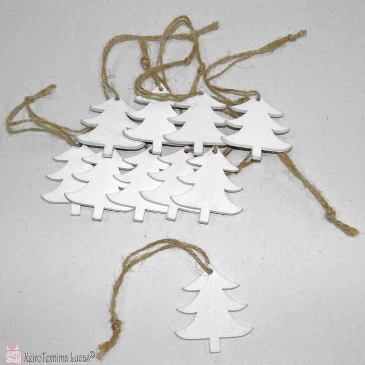 Ξύλινα έλατα από ξύλο σε σετ των 10 ιδανικά για χειροτεχνία και χριστουγεννιάτικη διακόσμηση. Christmas trees made of wood for crafts and christmas decoration.
