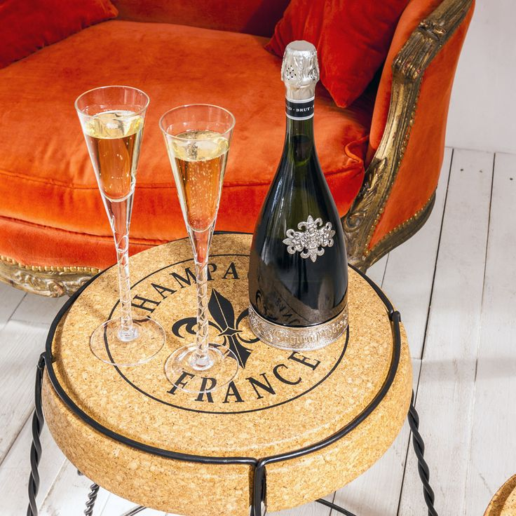"""Кофейный столик """"Champagne France"""" - абсолютная визуальная имитация пробки для шампанского, и выполнен он тоже из натуральной пробки. Несмотря на невесомый имидж, основание сплетено из прочнейшего металла. Приобретайте вместе с декоративным стульчиками в аналогичном дизайне. Декоративная мебель от """"Объекта мечты"""" - праздничные даты Вашего интерьера. #столик, #шампанское, #мебель, #стол, #журнальныйстол, #декор, #интерьер, #французскийстиль, #chair, #furniture, #objectmechty"""