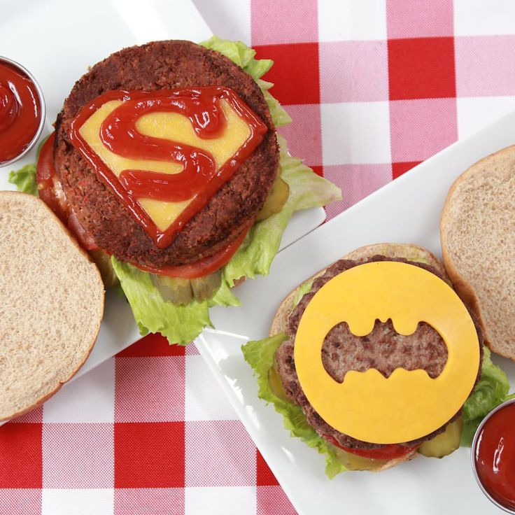 Batman v Superman Burgers! #NerdyNummies