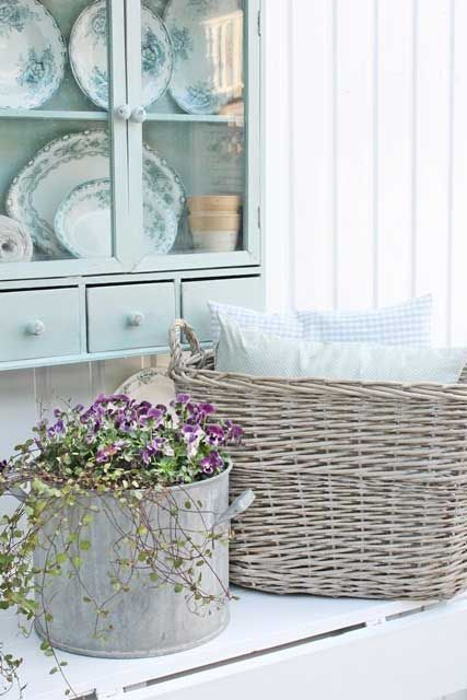 288 best images about for the love of baskets on pinterest - Cocinas estilo shabby chic ...