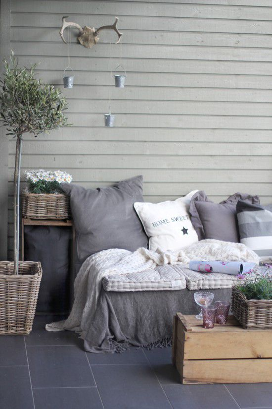 Wood Pallet Furniture idea, cover with blanket then pillows. Fun lighting idea using antlers