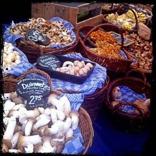 farmers market + vintage > saturday  vintage clothing market > monday morning