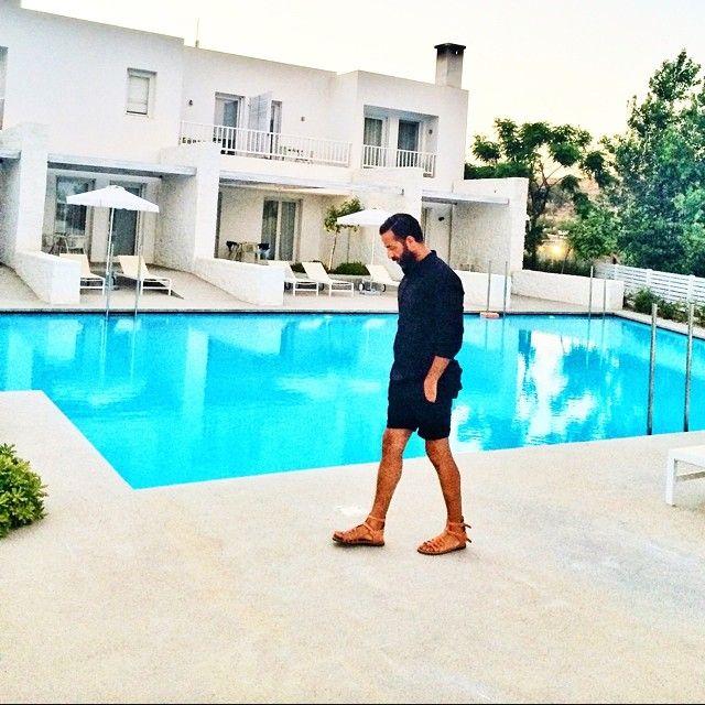 Walking by the pool sounds a good idea ! Photo credits: @yannislaskos