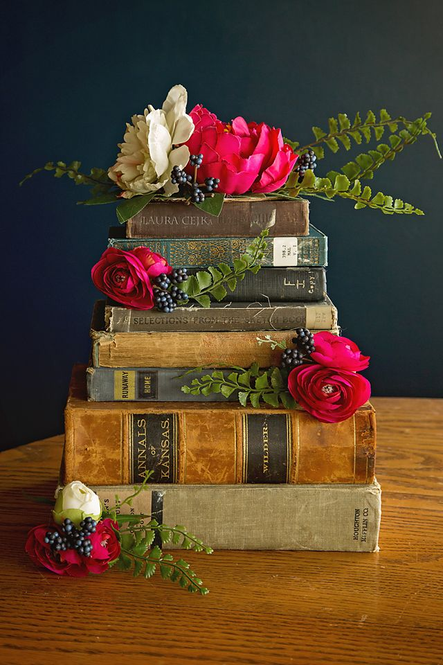 Wedding Cake | Wedding Flower Ideas | Wedding Cake Topper | Floral Arrangements | Wedding Flowers | Literary Book Cake | Ranunculus | Peony | Ladies Mantle | Lantana Berries