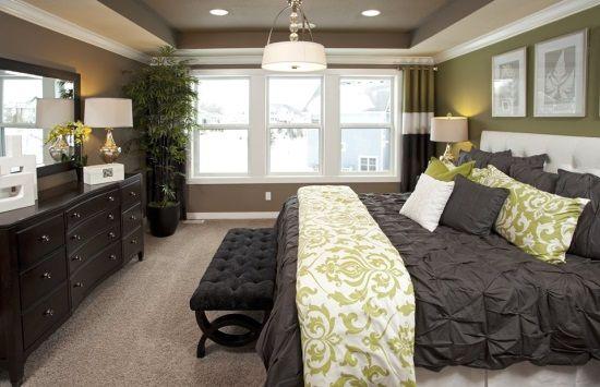 Красивая спальня в черном и зеленом цвете