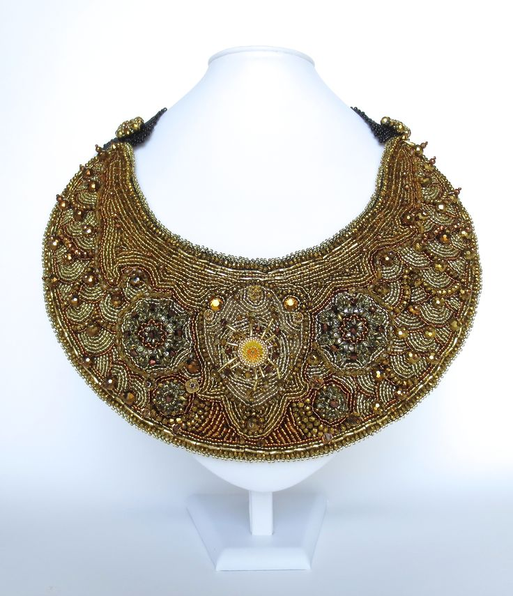 All shades of gold in this piece of pure beauty. The unique cut makes it extremely comfortable to wear regardless of the size. Bizantine features different beading techniques and Swarovski crystals.