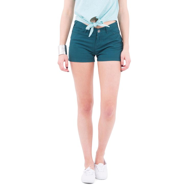 Short court uni 100 % composé de 5 poches, fermeture boutonnée et zippée,  ceinture