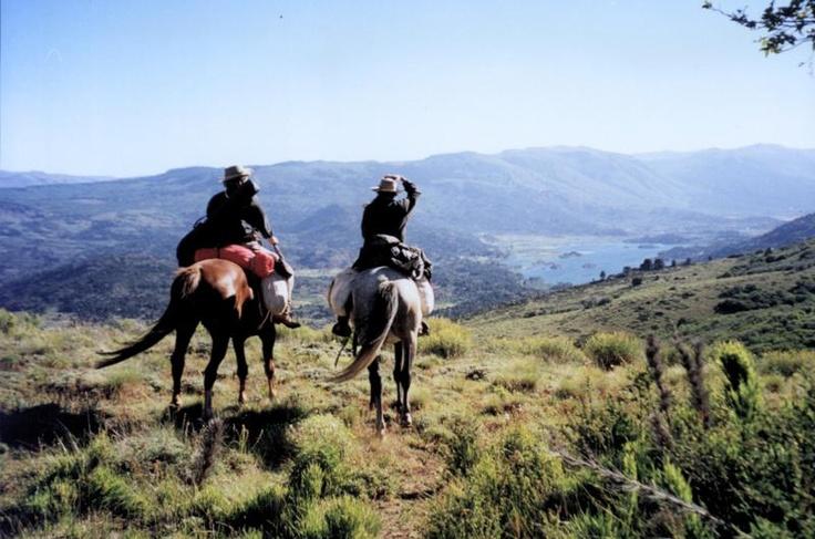 Pioneros en Neuquén. Cabalgata en Lago Pulmari. Más sobre viajes en www.facebook.com/viajaportupais
