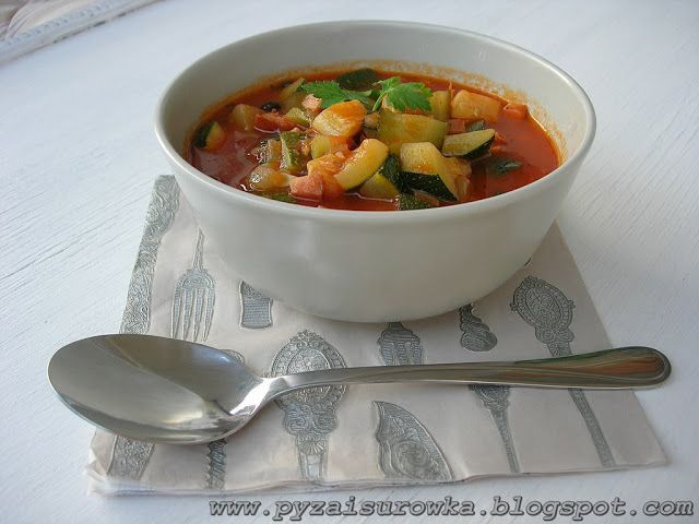 Leczo z cukinii, kiełbasy i pomidorów - przepis