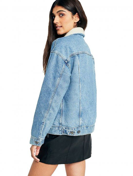 Classic-with-a-twist denim jacket from our modern-staple label, BDG. In classic relaxed fit with a button-down front, exposed seams, buttoned-flap pockets at the chest and slit pockets at the sides. Finished in a classic medium wash denim with a borg collar for a decidedly autumnal touch.