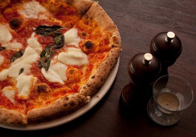 Makin' Pizza at 400 Gradi  Lygon street Brunswick east