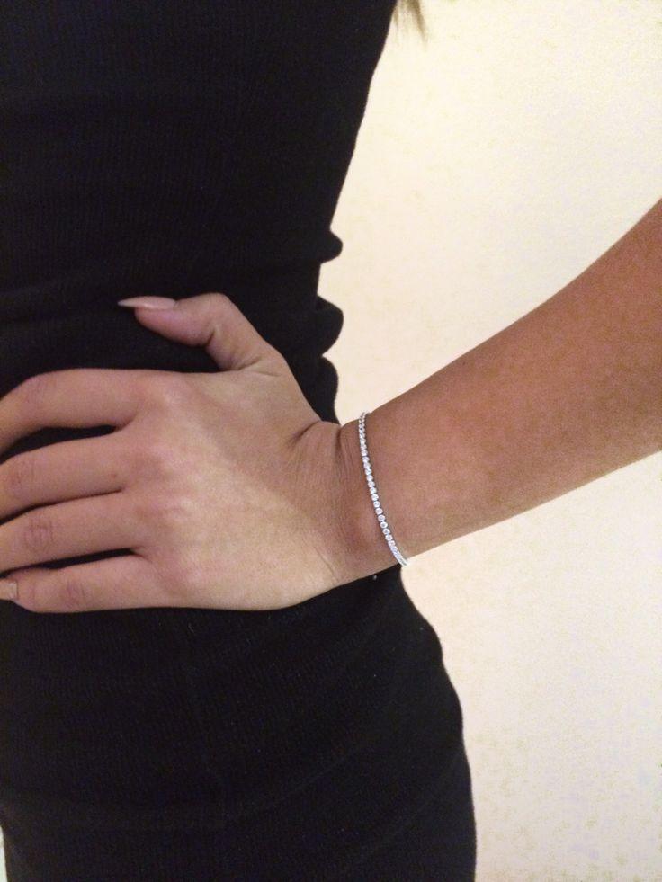 Chic and shiny bracelet on www.goldentiara.gr