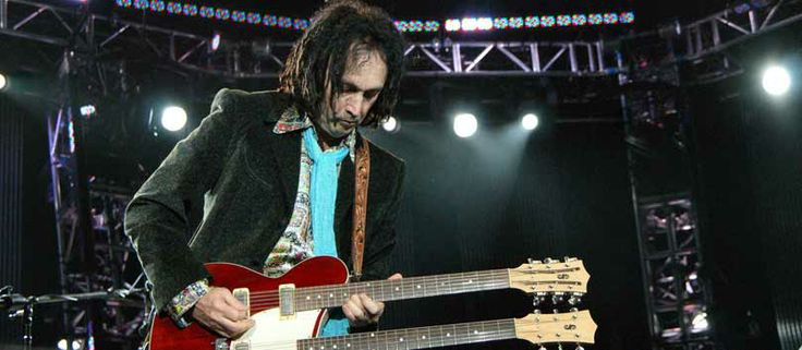 Tom Petty & the Heartbreakers' Mike Campbell Tour Rig Mike Campbell has been Tom Petty's lead guitarist for almost 40 years – his axe cases are full of guitar history with some quirky gear