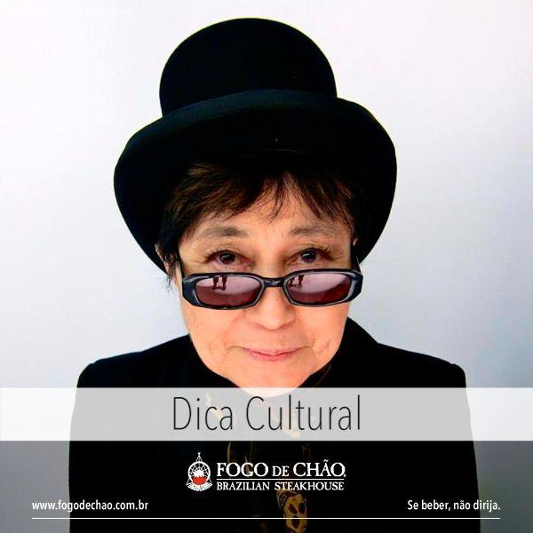 """Em cartaz no Instituto Tomie Othakie, até 28 de maio, a exposição """"O céu ainda é azul, você sabe..."""" que pretende revelar os elementos básicos que definem a vasta e diversa carreira artística de Yoko Ono – uma viagem pela noção da própria arte, com forte engajamento político e social. Uma das principais artistas experimentais e de vanguarda, associada à arte conceitual, performance, Grupo Fluxus, happenings dos anos 60, uma das poucas mulheres que participaram desses movimentos."""