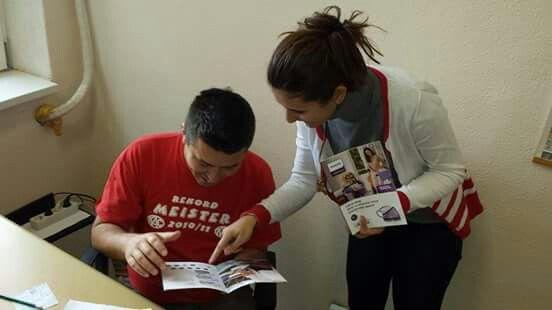 Încântată după ce a testat stația de călcat #PhilipsPerfectCare (primită de mine în campania de testare gratuită BUZZStore și Acasă cu Philips), Raluca a prezentat-o și ea mai departe lui Manu.