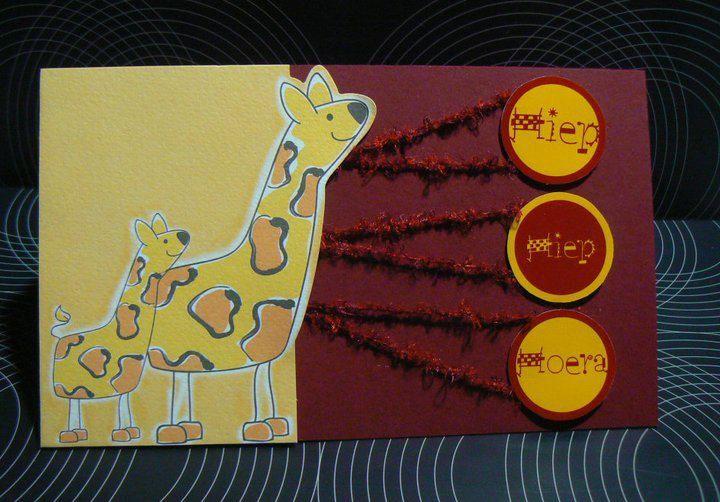 Verjaardagskaart  - Giraffe gerecycleerd uit geboorte kaartjes boek - Hiep hiep hoera gemaakt op computer afgedrukt op foto papier voor een mooier resultaat
